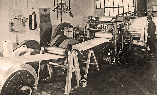 This first prototype was built by Pechiney engineers in 1956 to cast strips of width up to 400 mm and produce coils of weight up to 500 kg.