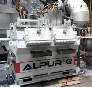 ALPUR® G3 cc Line degasser for continuous casting showing two sealed opening hatches to allow safe access to the melt for dedrossing and cleaning operations during casting (without removal of the lid)